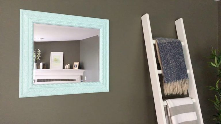 Read more about the article Transform an Old Mirror with Color
